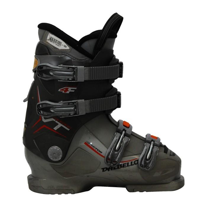 Dalbello ha usato scarponi da sci che vantano grigio vT