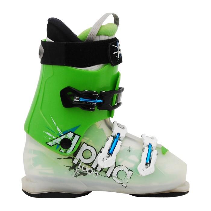 Junior utiliza bota de esquí Alpina Loop verde translúcido